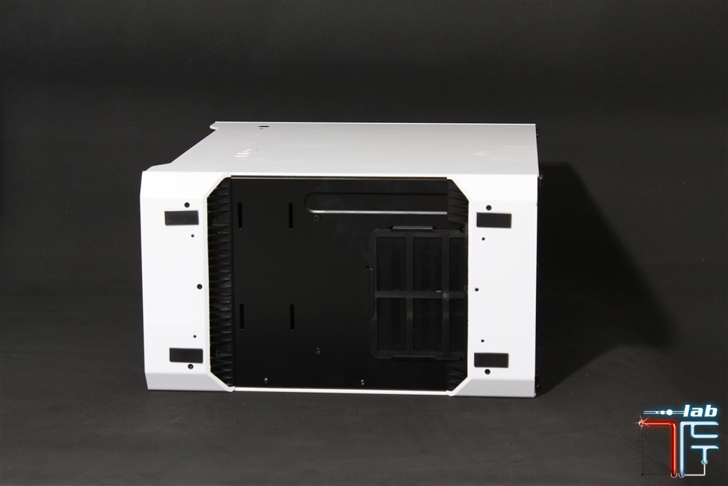 phanteks evolv bottom