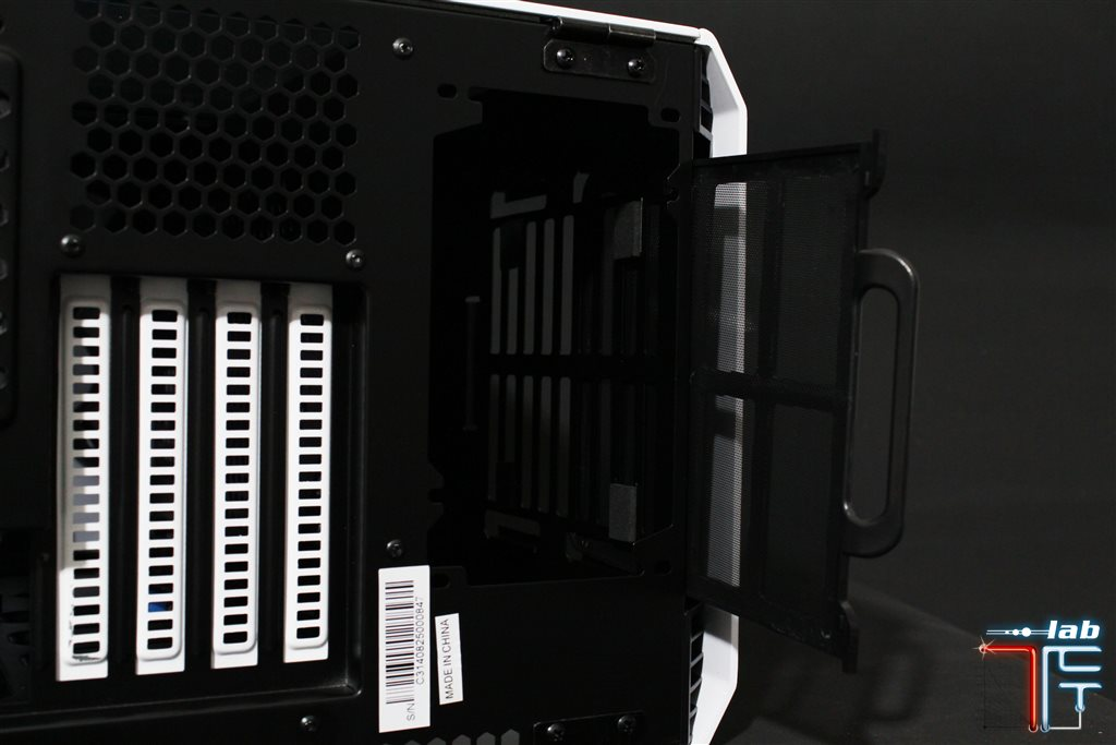 phanteks evolv bottom2